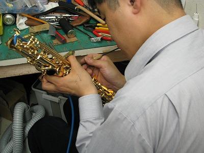 セルマーサックスの修理中(リペア,調整) アルトサックス 2009.5/15 1