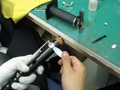 クラリネットの修理中(リペア,調整) タンポ交換